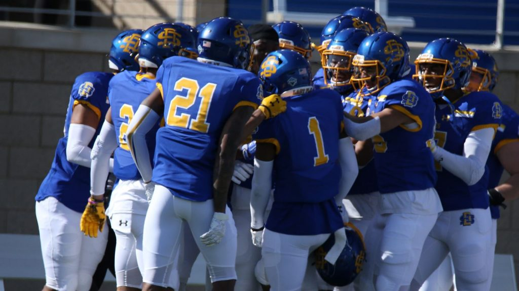 FCS Semifinal-Round Playoff Preview: Delaware at South Dakota State